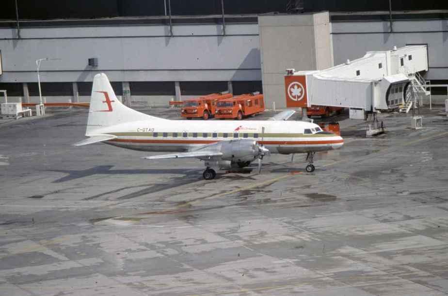 SP4627 Air Ontario CV580 C-GTAO YYZ May1988
