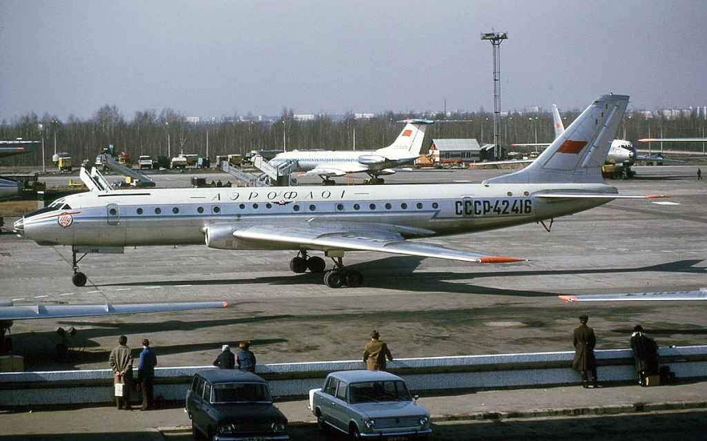 Aeroflot Tupolev Tu-104 CCCP-42416 Lenningrad Airport September 1974