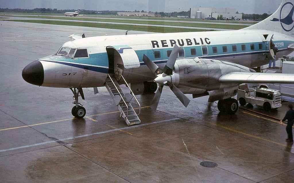 Republic Convair 580 N2729R DTW DEC 1980